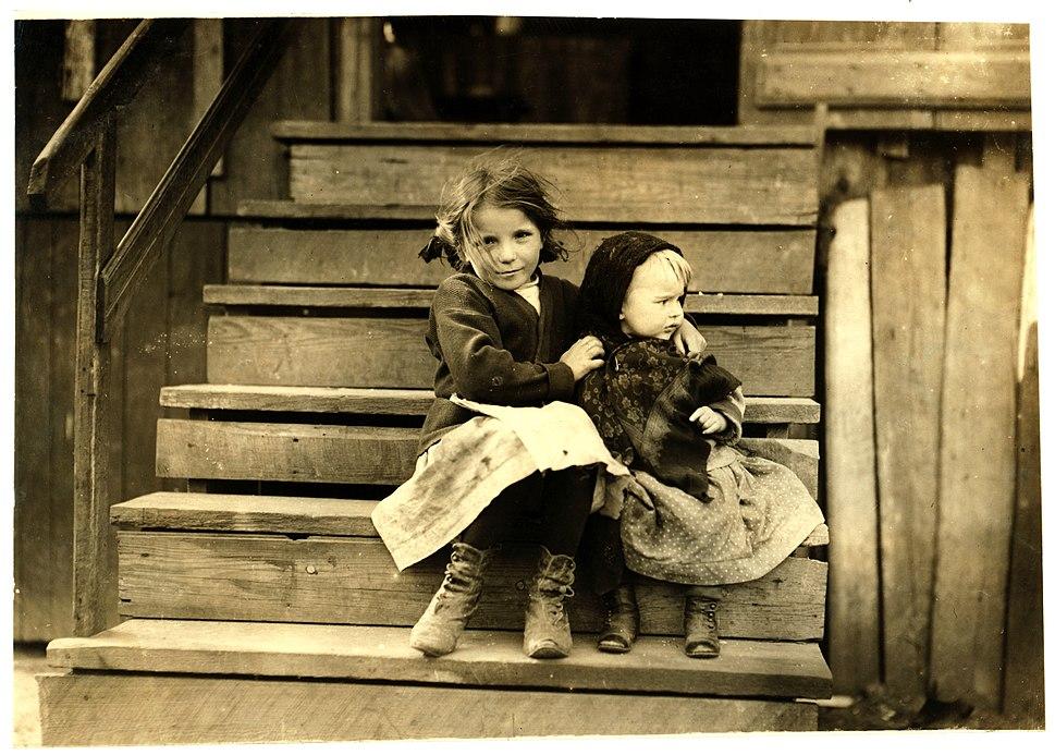 Lewis Hine, Little Julia tending baby at home, Bayou La Batre, Alabama, 1911