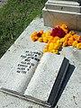 Libro de piedra tallado en una tumba.JPG