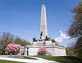 Lincoln Tomb in Spring.jpg
