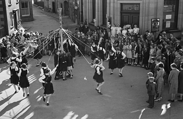 Festivals and traditions marking the yearly cycle of the seasons 640px-Llanfyllin_carnival_and_maypole_%287131389767%29