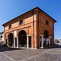 Loggia del grano nel centro storico di Comacchio.jpg
