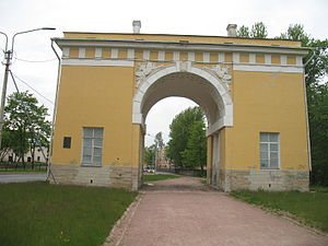 Lomonosov, Russia - Image: Lomonosov's city gate