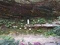 Lourdesgrotte bei der Dekkborner Mühle mit Rammelsfelsen.jpg