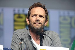 Luke Perry at 2018 San Diego Comic Con International (43096215824)