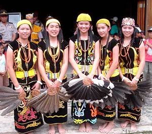 Lun Bawang - Lun Bawang girls in traditional attire.