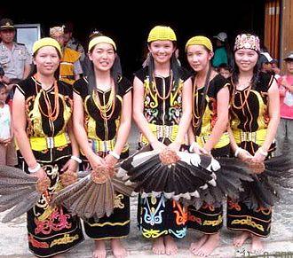 Lun Bawang - Lun Bawang girls in traditional attire.