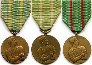 Civilian Disobedience Medal - Image: Médailles des Réfractaires