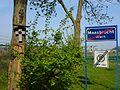 Maasbracht (Maasgouw) wegkruisjes en entreebord.JPG