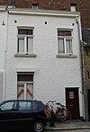 foto van Eenvoudig huisje, met lijstgevel.