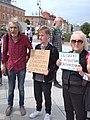 Marek Kossakowski na demonstracji w obronie uchodzcow.jpg