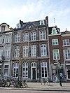 foto van Huis met rijke Lodewijk XV-gevel.