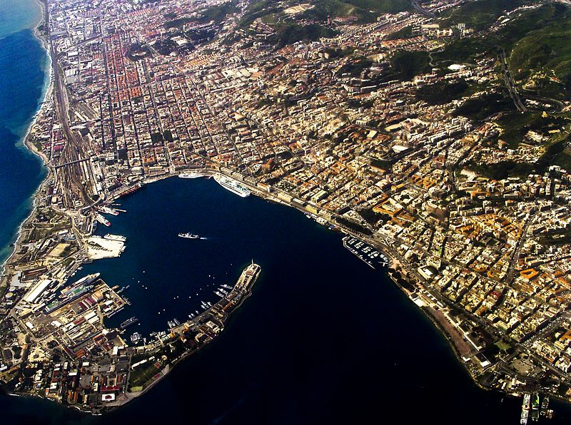 Datei:Messina harbour - aerial view.jpg