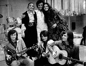 Mia Martini (a sinistra), Little Tony (al centro), Vena Veroutis (a destra) e il complesso Tin-Tin (in basso), nello show Stasera Little Tony (gennaio 1972)