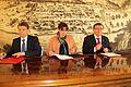 Ministrica za obrambo v okviru vladnega obiska Podravja podpisala pogodbo z mariborskim županom 07.jpg