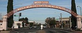Modesto Arch (cropped).JPG
