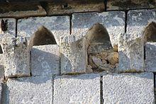 Modillons chapelle saint christine de Reviers.jpg