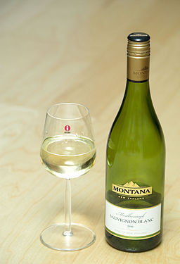 Montana Marlborough Sauvignon blanc in Iittala Glass