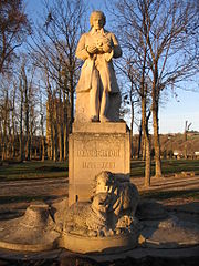 Musée-Site Buffon, à Montbard dans Bourgogne 180px-Montbard_-_Parc_Buffon_-_Statue_of_Daubenton