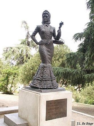 La Violetera - Statue entitled La Violetera (1991) by sculptor Santiago de Santiago Gardens of Las Vistillas, Madrid