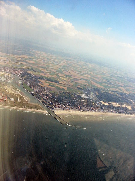 File:Mouth of the Yser, at Nieuwpoort, Belgium.jpg