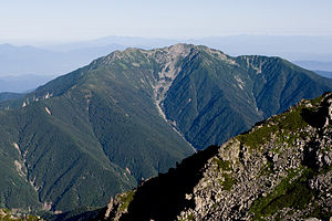 Mt.Senjogatake from Mt.Kitadake 03.jpg