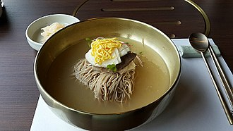Naengmyeon - Image: Naengmyeon (cold noodles)