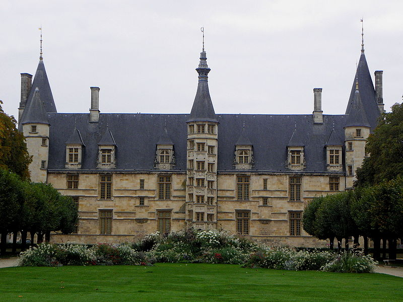 Palais ducal de Nevers (58).