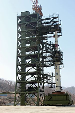 Unha - Image: North Korean Unha 3 rocket at launch pad