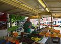 Obst- und Gemüsestand Gardinger Wochenmarkt.JPG