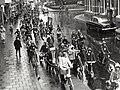 Optocht op de Bloemendaalseweg, bij de Tetterdodeweg, ziende naar het zuiden. Aangekocht in 1977 van fotograaf C. de Boer. Identificatienummer 54-004629, NL-HlmNHA 54004629.JPG