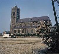 Overzicht van de zuidgevel met kerktoren - Mill - 20383240 - RCE.jpg