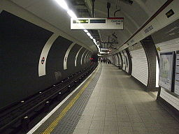 Oxford Circus stn Bakerloo southbound look north