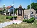 Přední Kopanina, pomník obětem 2. světové války.jpg