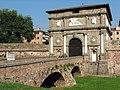 Padova Porta Savonarola 060905.jpg