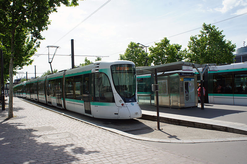 File:Paris 06 2012 T2 tram 3153.JPG