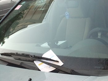 English: A car with a parking ticket in Tel Aviv