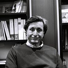 http://upload.wikimedia.org/wikipedia/commons/thumb/5/58/Patrick_de_Carolis_au_salon_du_livre_de_Paris_2012.jpg/220px-Patrick_de_Carolis_au_salon_du_livre_de_Paris_2012.jpg