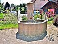 Petite fontaine, devant l'église.jpg
