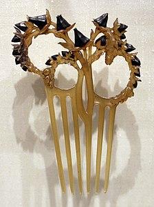 Pettinino con gambi di cardo, corno e argento, 1902 ca