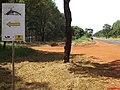 Placa do Caminho da Fé com as setas amarelas na SP-253 - São Simão - panoramio.jpg