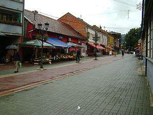 Gračanica, Bosnia and Herzegovina - Image: Pogled trga ali Čaršije glavne ulice imenovane ulica Alije Izetbegovića v Gračanici