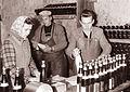 Polnjenje buteljk v Ormožu 1961 (3).jpg