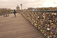 Pont des Arts Love locks.jpg