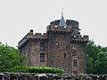 Pontgibaud château Dauphin (1).JPG