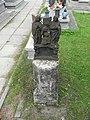 Poręba Żegoty, Zespół cmentarza rzym. kat. ułamany krzyż.jpg