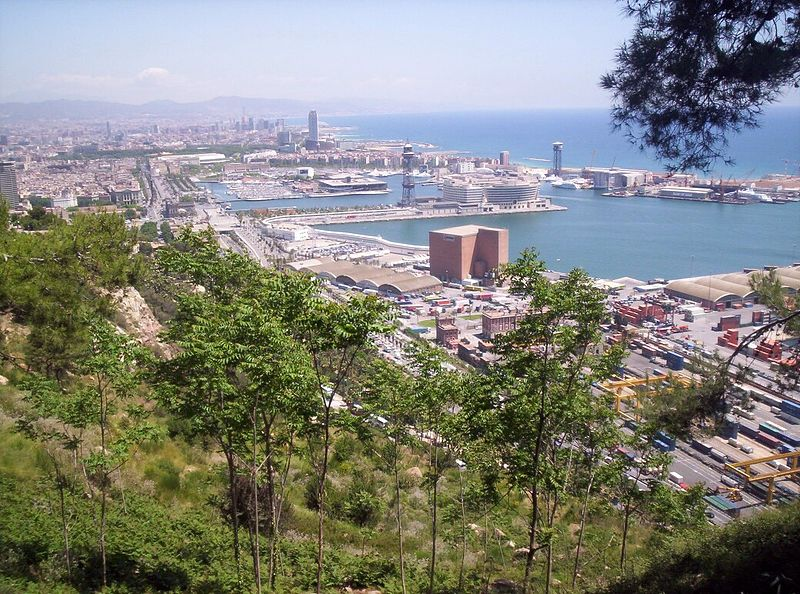 Datei:Port of Barcelona from Montjuic.JPG