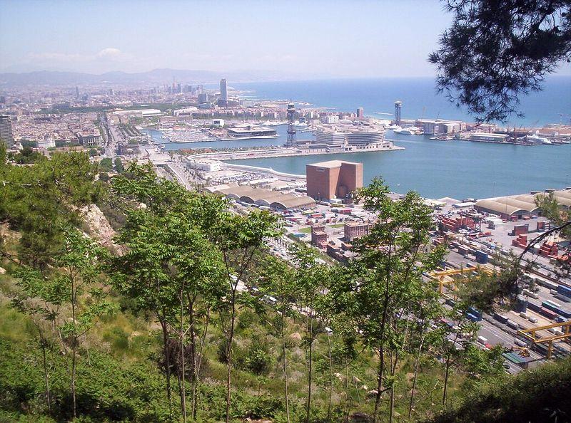 Datei:Port of Barcelona from Montjuic.JPG