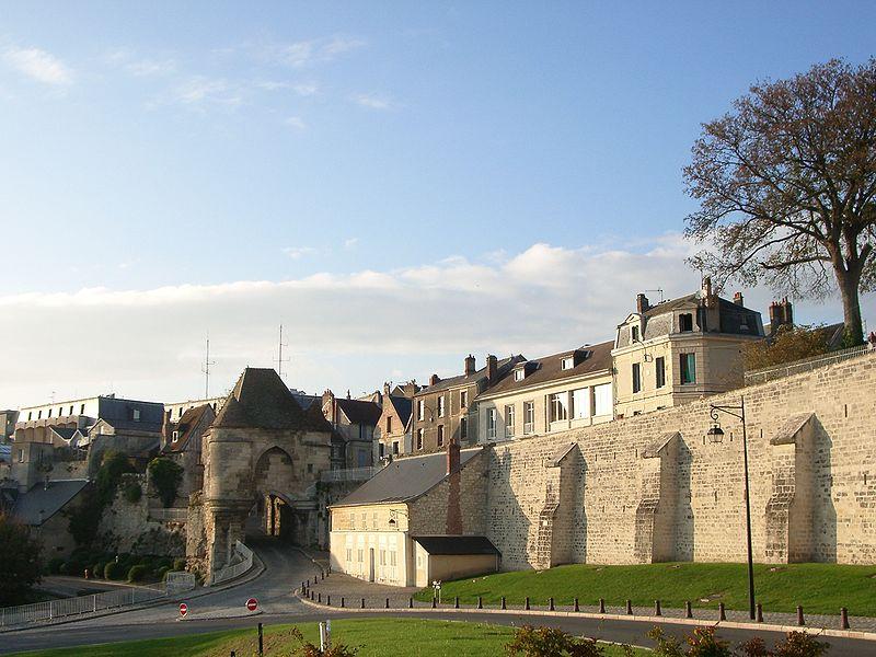 Porte d'Ardon et remparts Laon.JPG
