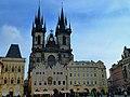 Prag - Blick vom Altstädter Ring zur Kirche der Jungfrau Maria vor dem Tein - panoramio.jpg