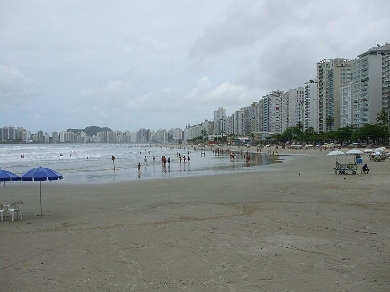 Ficheiro:Praia Pitangueiras Guaruja-SP.JPG
